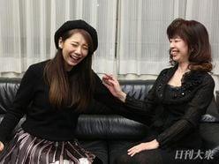 """大場久美子「ソファに座ると、""""グラビアポーズ""""したくならない?(笑)」~麻美ゆまのあなたに会いたい!"""