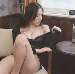 都丸紗也華「一枚脱いで……」限界セクシーに挑戦