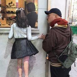 """クロちゃんが""""少女の絵と手をつなぐショット""""に「完全に犯罪者」と悲鳴続出!"""