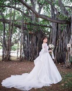 """「絶世の美女」三上真奈アナ""""純白のウェディングドレス姿""""でファンを魅了!"""