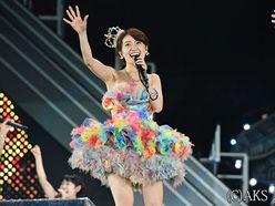 AKB48大島優子が卒業コンサート 263人のメンバーと握手で別れ