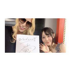 ホスト界の帝王・ローランドが「アニサマ」参加、声優・小倉唯にサインねだる!?