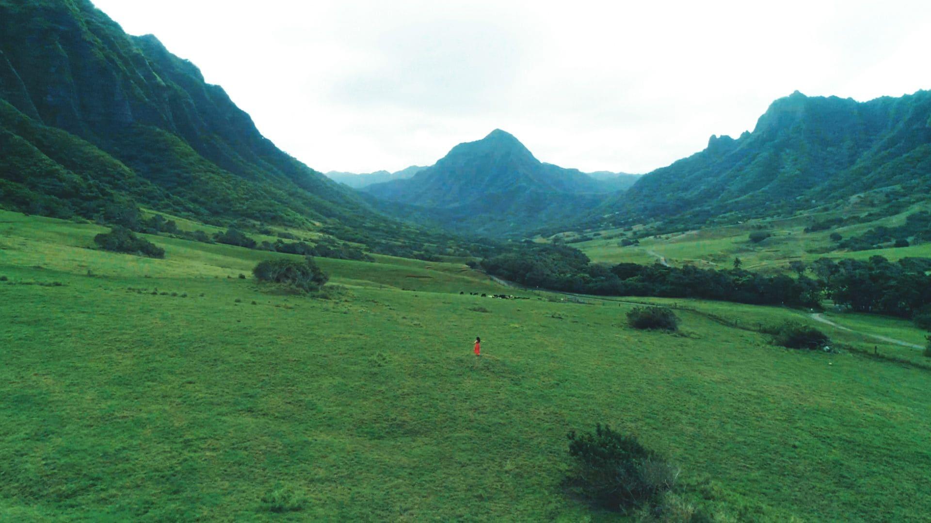 AAA宇野実彩子、白い水着姿でハワイのビーチで大はしゃぎ【画像あり】の画像007