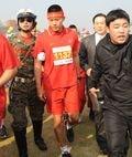 ※模範将兵としてマラソン大会に参加したヒョンビン。写真:Sports Chosun/アフロ