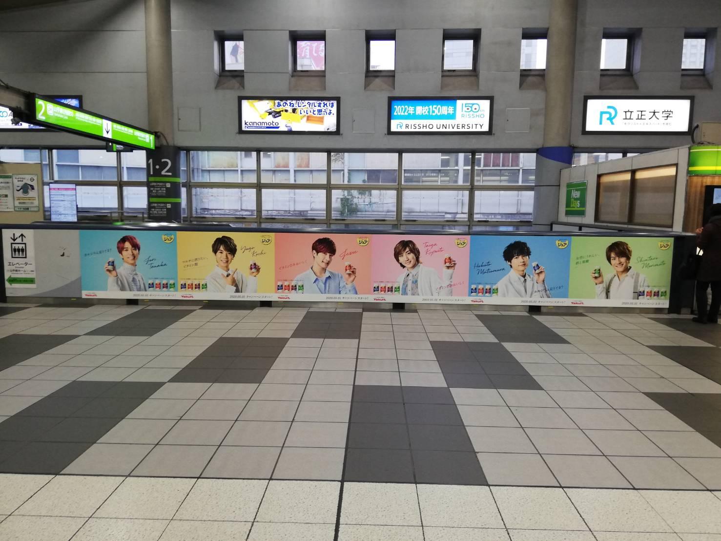 SixTONES、品川駅ジャックもファン殺到ナシの「思いやり」(写真10枚)の画像010