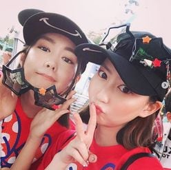 """桐谷美玲&河北麻友子、""""みれまゆ""""ペアルックでお泊りディズニー"""