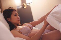 秋元真夏「一緒にベッドで?」セクシー下着姿に魅せられまくり