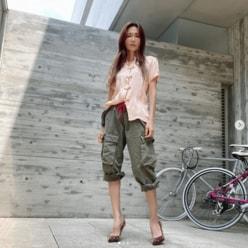 """工藤静香、""""15年前のチャイナ服""""でポーズ!「体型維持すごい」「細すぎる」"""