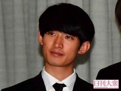 SnowMan向井康二となにわ男子・道枝駿佑、デビュー決定公演に駆けつけた「エモすぎ関係」!