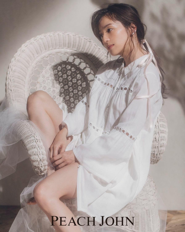 中村アン、新生活を思わす「白いランジェリー」で妖艶に魅せるの画像003