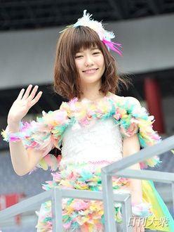 AKB48島崎遥香、握手会を欠席してのパリ行きにファン困惑