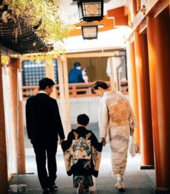 蛯原友里、ILMARI&息子との七五三ショット公開!「憧れます」「素敵な家族」