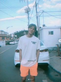 """東方神起・ユンホ「夏のデート写真」の笑顔に""""最高!""""の声"""