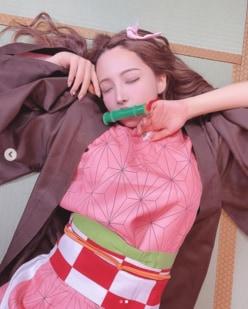 三上悠亜、『鬼滅の刃』コスプレで寝顔ショット披露「禰豆子史上1位」