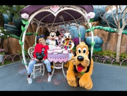"""ミニーマウスのインスタに""""人物""""が初登場!「ティーパーティにいつも招待しているの」"""