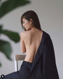 泉里香、フェロモン漂う美背中に興奮「芸術的」「かぶりつきたい」