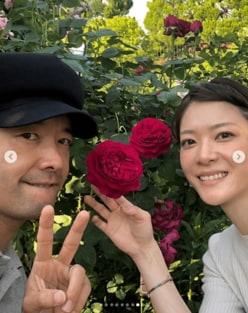 上野樹里、夫との結婚記念日ショットに反響「憧れの夫婦」